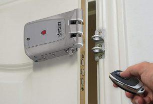 Cerradura invisible con mando a distancia para reforzar la seguridad de tu negocio
